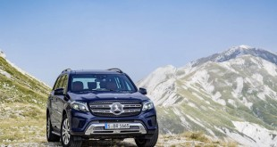 2017-Mercedes-GLS-16
