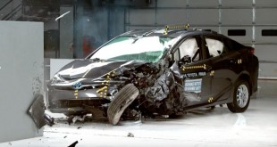 prius-crash_653