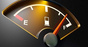 با چراغ بنزین روشن چقدر می توان پیمود؟